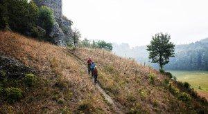 Wandern im Nördlinger Ries: Burg Niederhaus südlich von Nördlingen. © Trykowski
