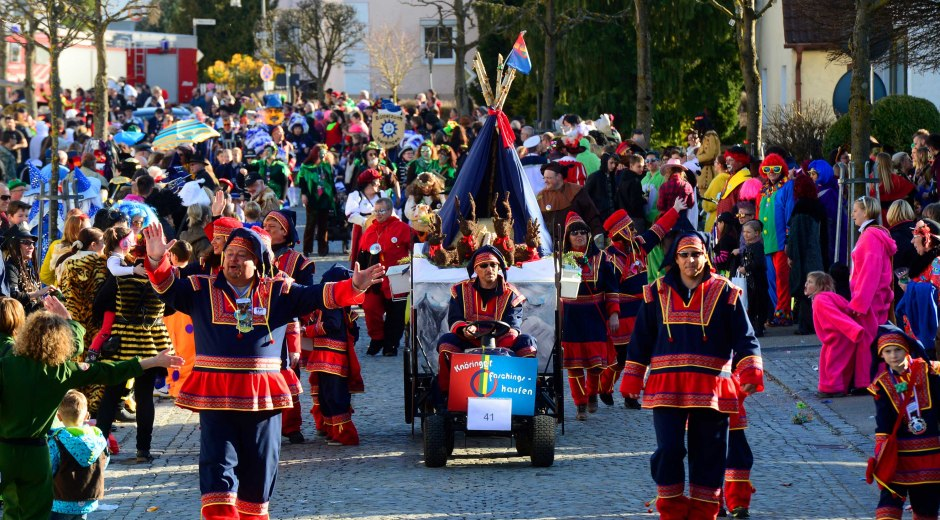 Burgau ist eine der Faschingshochburgen Bayerisch-Schwabens, der Faschingsumzug über die Region hinaus bekannt. © Weizenegger