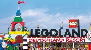 Vor den Toren des LEGOLAND-Freizeitparks in Günzburg, © LEGOLAND® Deutschland Resort