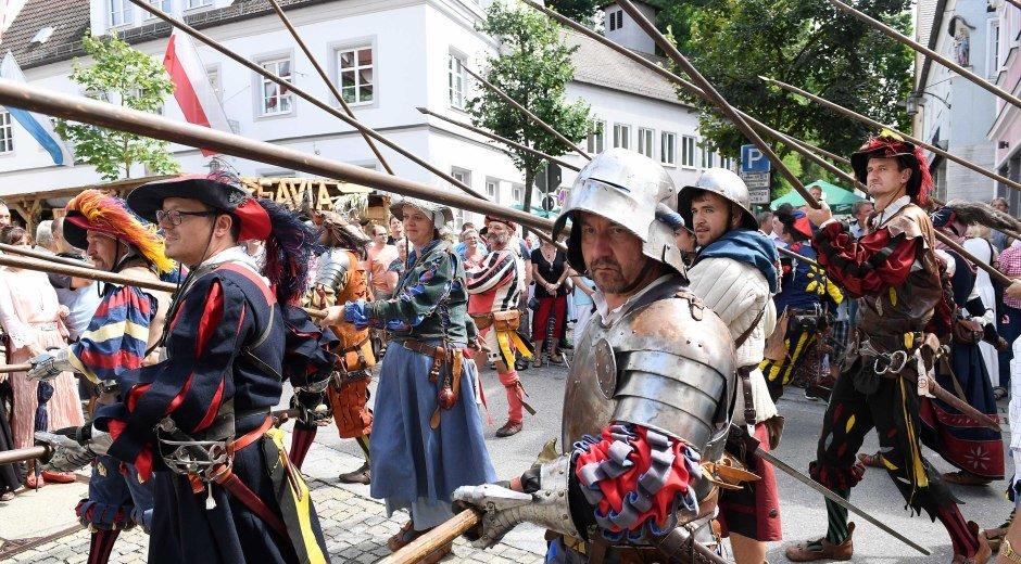 Die Stadtwache beim Historischen Stadtfest in Burgau. © Weizenegger