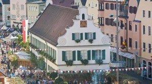 Der Stadtplatz in Aichach während der Mittelalterlichen Markttage, © Holger Weiß