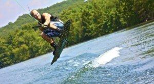 Wakeboarder auf dem See © kbatx-pixabay