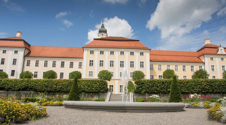 Neu renoviert, in strahlendem Glanz: Kloster Roggenburg © Fouad Vollmer
