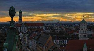 Augsburg Maximilianstrasse mit Alpenpanorama © Regio Augsburg Tourismus GmbH Norbert Liesz