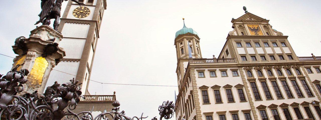 Der Rathausplatz in Augsburg mit Perlachturm und Augustus-Brunnen © Fouad Vollmer