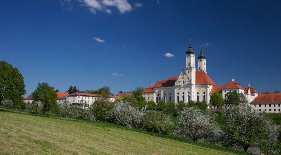 Kloster Roggenburg - idyllisch gelegen © Kloster Roggenburg