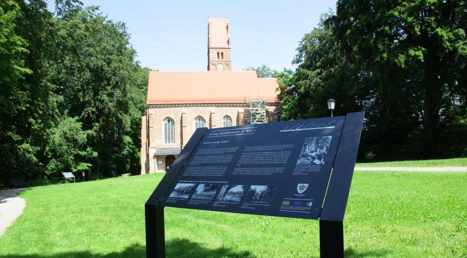 Neu angelegter Geschichtspfad rund um die Burgkapelle in Oberwittelsbach © Echter