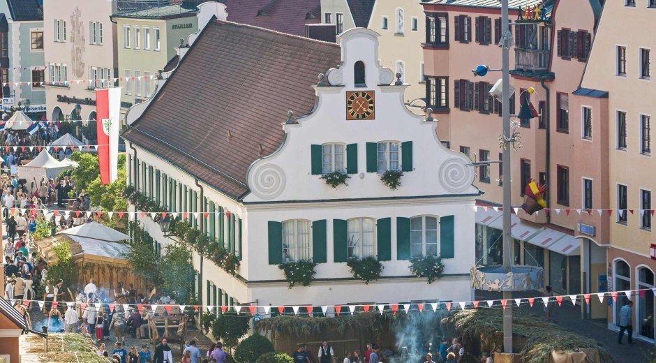 Der Stadtplatz in Aichach während der Mittelalterlichen Markttage © Holger Weiß