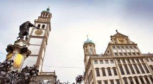 Der Rathausplatz in Augsburg mit Perlachturm und Augustus-Brunnen, © Fouad Vollmer