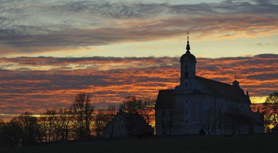Elchingen Abendrot Klosterkirche © Gemeinde Elchingen