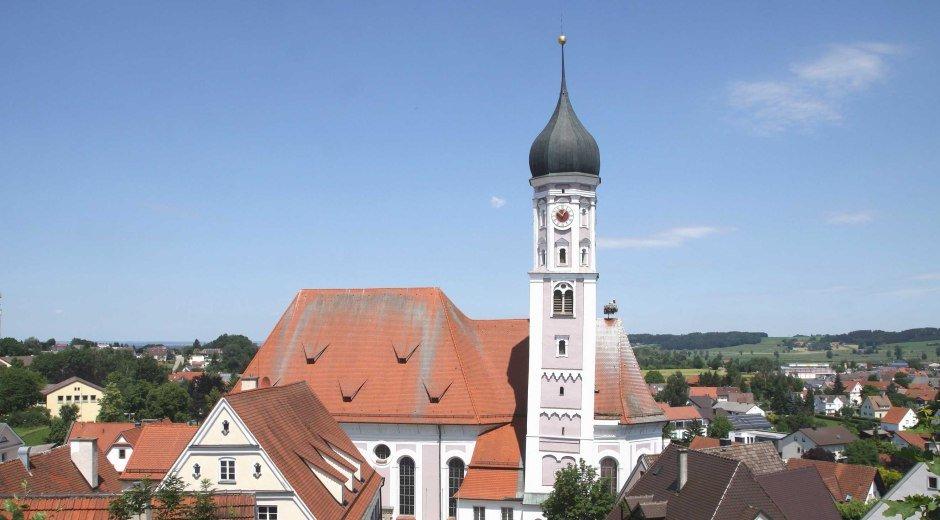 Die Pfarrkirche Mariae Himmelfahrt in Burgau. © Peter Wieser